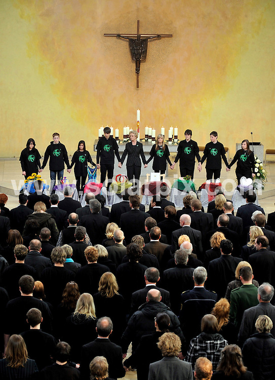 **ALL ROUND PICTURES FROM SOLARPIX.COM**.**SYNDICATION RIGHTS FOR UK AND SPAIN ONLY**.Mourning public at the funeral service in the church Saint Karl Borromaeus for the victims of the gun rampage at the secondary school Albertville in Winnenden..This pic: Public at church Saint Karl ..JOB REF: 8693         CPR/DFD        DATE:21.03.09.**MUST CREDIT SOLARPIX.COM OR DOUBLE FEE WILL BE CHARGED**.**ONLINE USAGE FEE GBP 50.00 PER PICTURE - NOTIFICATION OF USAGE TO PHOTO @ SOLARPIX.COM**.**CALL SOLARPIX : +34 952 811 768 or LOW RATE FROM UK 0844 617 7637**