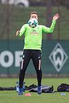 14.04.2018, Trainingsgelaende, Bremen, GER, 1.FBL, Training SV Werder Bremen<br /> <br /> im Bild<br /> Niklas Moisander (Werder Bremen #18), <br /> <br /> Foto &copy; nordphoto / Ewert