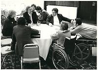 Le ministre Denis Lazure rencontre Claude Brunet, fondateur du comite provincial des malades<br /> , date inconnue, probalement fin des années 70.<br /> <br /> PHOTO : Agence Quebec Presse