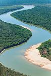 Vista a&eacute;rea da praia no Rio Kuluene | Aerial view of the beach in Kuluene River <br /> <br /> LOCAL: Quer&ecirc;ncia, Mato Grosso, Brasil <br /> DATE: 07/2009 <br /> &copy;Pal&ecirc; Zuppani