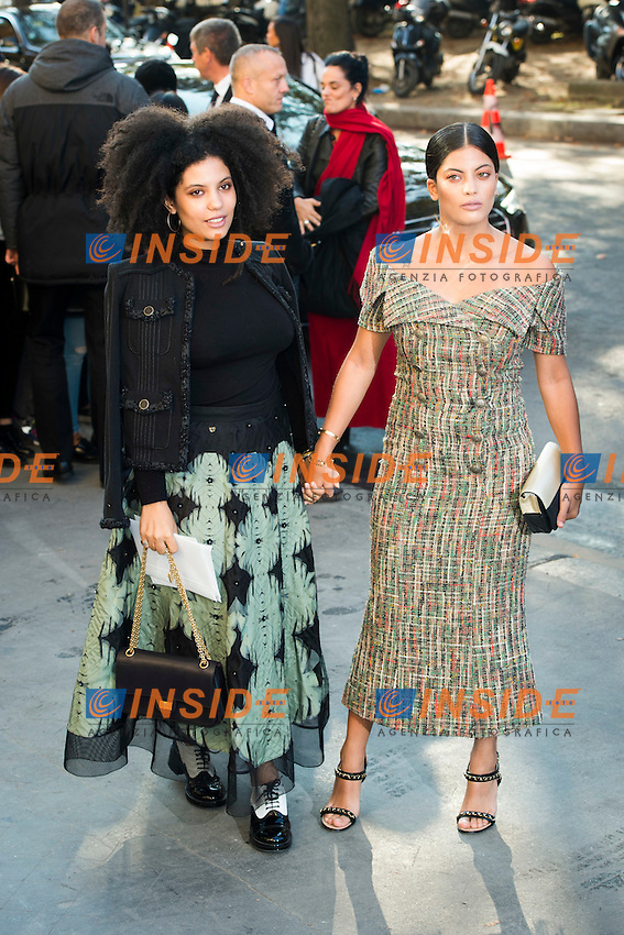Lisa Kainde et  Naomi Diaz Chanel s fashion show arrivals - Paris - 04/10/2016 <br /> Foto Panoramic / Insidefoto