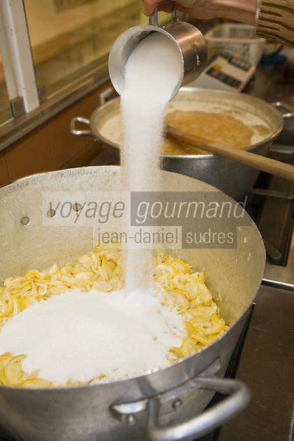 Europe/France/06/Alpes-Maritimes/Menton: Les confitures Herbin- Préparation de la Confiture de Citron. Ajout du sucre