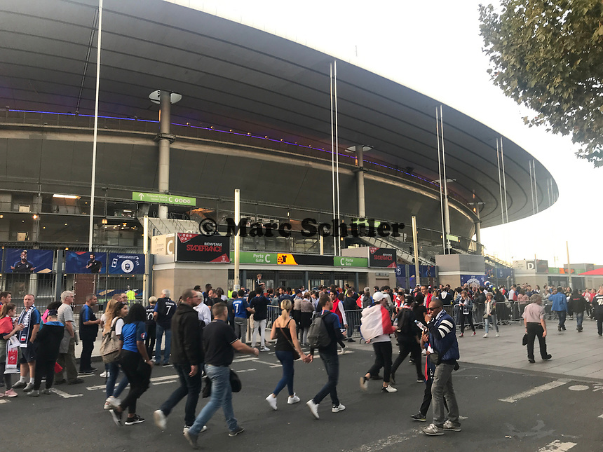Fans am Stade de France - 16.10.2018: Frankreich vs. Deutschland, 4. Spieltag UEFA Nations League, Stade de France, DISCLAIMER: DFB regulations prohibit any use of photographs as image sequences and/or quasi-video.