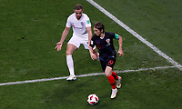 MOSCU - RUSIA, 11-07-2018: <br /> Luka MODRIC (C) (Der) jugador de Croacia disputa el bal&oacute;n con Jordan HENDERSON (Izq) jugador de Inglaterra durante partido de Semifinales por la Copa Mundial de la FIFA Rusia 2018 jugado en el estadio Luzhnik&iacute; en Mosc&uacute;, Rusia. / Luka MODRIC (C) (R) player of Croatia fights the ball with Jordan HENDERSON (L) player of England during match of Semi-finals for the FIFA World Cup Russia 2018 played at Luzhniki Stadium in Moscow, Russia. Photo: VizzorImage / Julian Medina / Cont