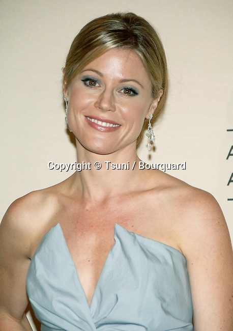 Julie Bowen at the CREATIVE EMMYS AWARDS At The Shrine Auditorium in Los Angeles. August 19, 2006.