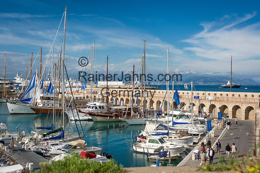 France, Provence-Alpes-Côte d'Azur, Antibes: Port Vauban | Frankreich, Provence-Alpes-Côte d'Azur, Antibes: Hafen Port Vauban