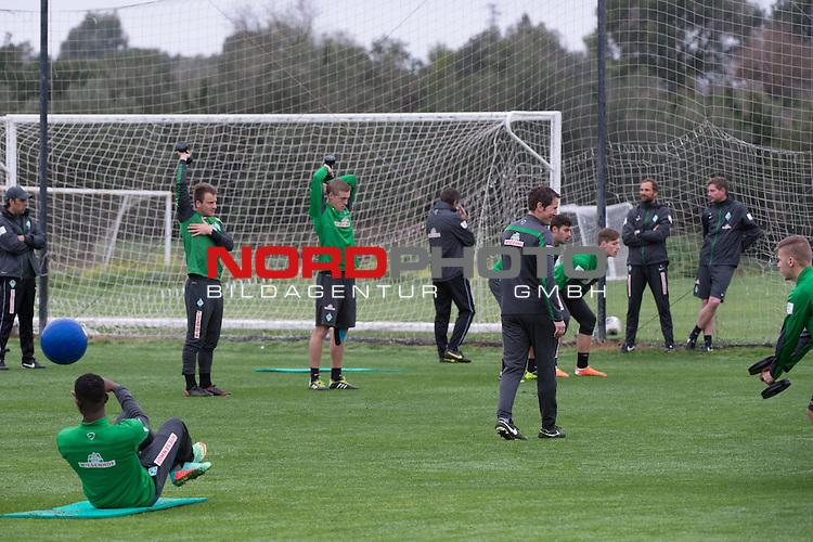 Trainingsgel&auml;nde, Jerez, ESP, 1.FBL, Trainingslager Werder Bremen 2014,  15.01.2014, <br /> <br /> Fitnesstraining mit Reinhard Schnittker (Athletiktrainer Werder Bremen) <br /> beobachtet von Robin Dutt (Trainer Werder Bremen)<br /> Marco Langner (Torwart-Trainer Werder Bremen)g<br /> Peer J&auml;ckel (J&auml;ckel) (Werder Bremen Co Trainer und Scourt)<br /> Damir Buric (Co-Trainer Werder Bremen)<br /> <br /> <br /> Foto &copy; nordphoto/ Kokenge