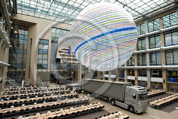BRUSSELS - BELGIUM - 29 AUGUST 2008 -- Preparation for the Extraordinary EU Summit on Georgia. -- A truck parked in the press room during preparations for the EU-Summit. -- PHOTO: JUHA ROININEN / EUP-IMAGES