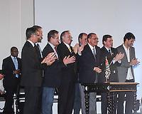 SAO PAULO, SP, 06.09.2013 - AGENDA GERALDO ALCKMIN - O governador de São Paulo, Geraldo Alckmin, em cerimônia de assinatura de decreto autorizando a liberação de 269 veículos destinados às Apaes (Associação de Pais e Amigos dos Excepcionais) e entidades assistenciais de educação especial, no Palácio dos Bandeirantes, na capital paulista, nesta sexta-feira. (Foto: Carlos Pessuto / Brazil Photo Press).