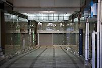 Atene, negozi chiusi in pieno centro in seguito alla crisi economica