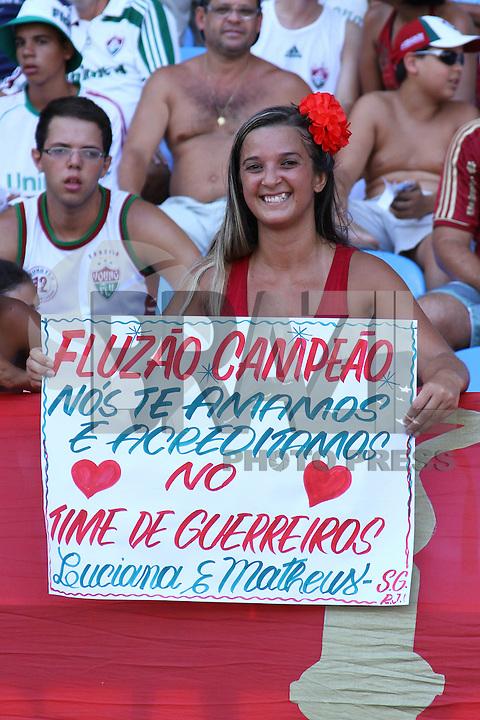 RIO DE JANEIRO, RJ, 26 DE FEVEREIRO 2012 - CAMPEONATO CARIOCA - FINAL - TACA GUANABARA - VASCO X FLUMINENSE - Torcedor do Fluminense momentos antes da partida contra o  Vasco, pela final da Taca Guanabara, no estadio Engenhao, na cidade do Rio de Janeiro, neste domingo, 26. FOTO: BRUNO TURANO – BRAZIL PHOTO PRESS