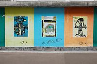 France, Paris, 75011, rue de la Folie Méricourt - Dessins d'enfants exposé ssur les murs d'une école maternelle // France, Paris, Drawings of children exposed on the walls of a nursery school