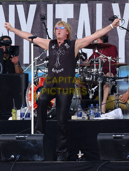 DEF LEPPARD - JOE ELLIOT.Live 8 Concert - Philadelphia, Pennsylvania .Live 8 is to raise awareness to call for an end to extreme poverty in Africa. .July 2nd, 2005.Photo Credit: Laura Farr/AdMedia.full length stage concert live gig performance arms outstretched tattoo sleeveless top sunglasses shades.www.capitalpictures.com.sales@capitalpictures.com.© Capital Pictures.