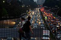 SAO PAULO, SP, 06 DE SETEMBRO DE 2013 – TRÂNSITO EM SÃO PAULO: Trânsito na Av. 23 de Maio, próximo ao Parque do Ibirapuera, zona sul de São Paulo na tarde desta sexta feira. FOTO: LEVI BIANCO - BRAZIL PHOTO PRESS.
