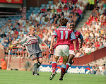Paul Scholes of Manchester Utd - Barclays Premier League - Aston Villa v Manchester Utd - Villa Park Stadium - Birmingham - England - 19th August 1995 - Picture Sportimage