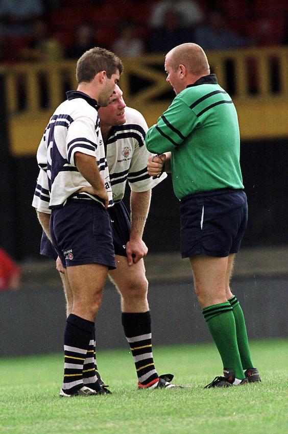 Photo : Garvin Davies.Newport v Bristol @ Rodney Parade,Newport 12-09-00.Bristol Matt Salter gets a ticking off from the referee as captain Gareth Baber watches on.