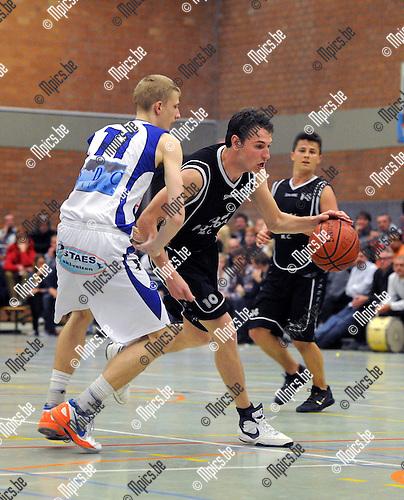 2013-05-11 / Basketbal / seizoen 2012-2013 / Finale beker Van Antwerpen / Vabco Mol - Antwerp Dynamics / Vryens (r. Dynamics) met Alex..Foto: Mpics.be