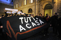 """Roma, 26 Gennaio 2011.Piazza Montecitorio.Manifestazione del movimento """"Tutti a casa"""" per chiedere le dimissioni del ministro della cultura Bondi"""