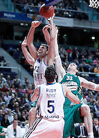 Real Madrid's Nikola Mirotic (l) and Rudy Fernandez (b) and Zalgiris Kaunas' Ksistof Lavrinovic during Euroleague 2012/2013 match.January 11,2013. (ALTERPHOTOS/Acero) NortePHOTO