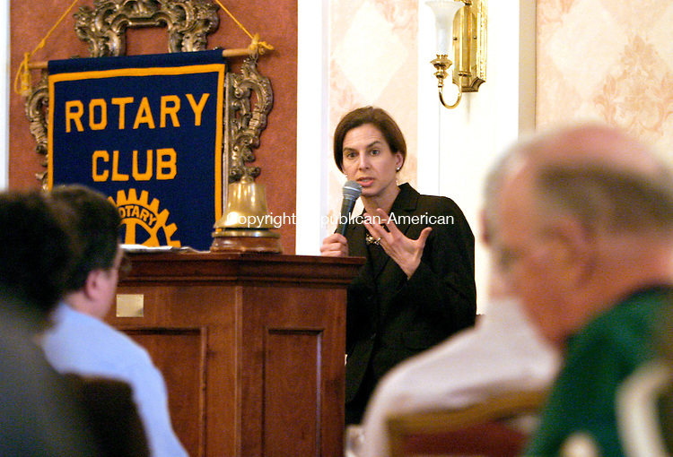 TORRINGTON, CT--03 APRIL 2007--040307JS02- Susan Bysiewicz, Secetary of the State of Connecticut, speaks to members of the Rotary Club of Torrington during their luncheon Tuesday at the Torrington Elks Lodge. Bysiewicz talked to the group about the upcoming primary elections as well os the new voting machines. <br /> Jim Shannon / Republican-American