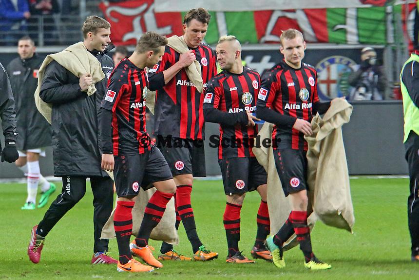 Eintracht Spieler betätigen sich als Nikoläuse - Eintracht Frankfurt vs. FC Augsburg