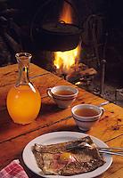 """Europe/France/Bretagne/22/Côtes d'Armor/Dinan: Crêpes bretonnes et cidre à la crêperie du """"Petit Fort"""""""
