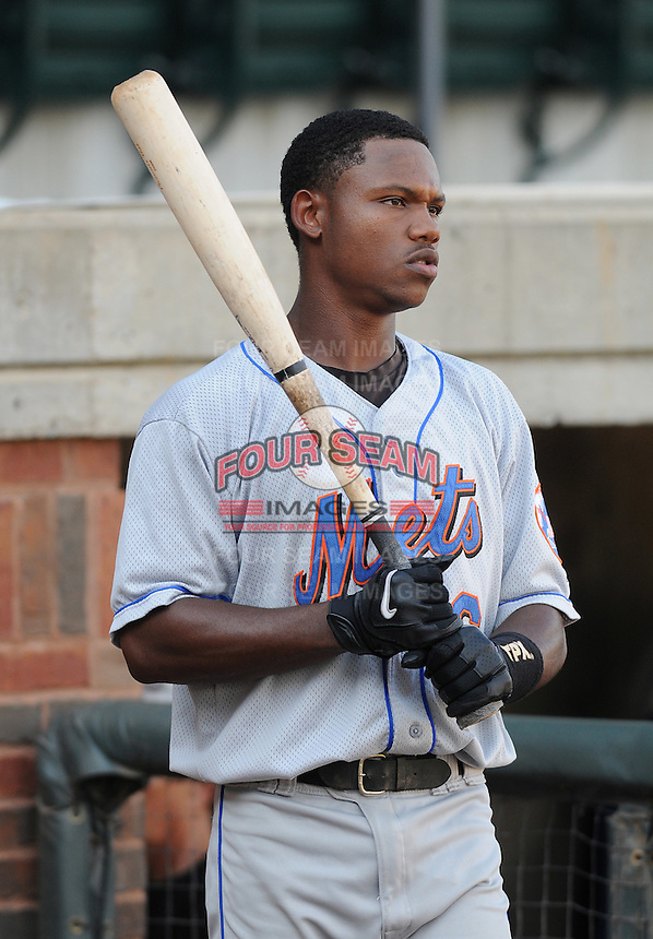 August 2, 2009: Infielder Alonzo Harris (16) of the Kingsport Mets, rookie Appalachian League affiliate of the New York Mets, in a game at Pioneer Park in Greeneville, Tenn. Photo by:  Tom Priddy/Four Seam Images