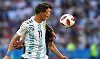 KAZAN - RUSIA, 30-06-2018: Benjamin PAVARD (Der) jugador de Francia disputa el balón con Angel DI MARIA (Izq) jugador de Argentina durante partido de octavos de final por la Copa Mundial de la FIFA Rusia 2018 jugado en el estadio Kazan Arena en Kazán, Rusia. / Benjamin PAVARD (R) player of France fights the ball with Angel DI MARIA (L) player of Argentina during match of the round of 16 for the FIFA World Cup Russia 2018 played at Kazan Arena stadium in Kazan, Russia. Photo: VizzorImage / Julian Medina / Cont