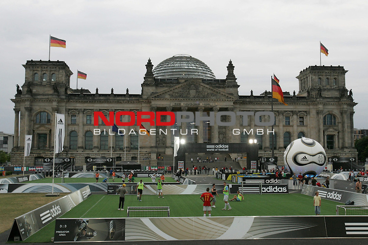 FIFA WM 2006 - Press Conference - Germany<br /> The Adidas World of Football in front of Reichstag in Berlin during the World Cup in Germany.<br /> Foto &copy; nordphoto
