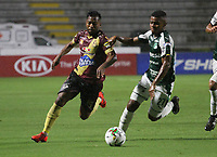 IBAGUÉ- COLOMBIA,13-05-2019:Acción de juego entre los equipos Deportes Tolima y el   Deportivo Cali   durante el primer  partido de los cuadrangulares finales de la Liga Águila I 2019 jugado en el estadio Manuel Murillo Toro de la ciudad de Ibagué. / Action  game between Deportes Tolima and Deportivo Cali  during the firts match for the quarter finals B of the Liga Aguila I 2019 played at the Manuel Murillo Toro stadium in Ibague city. Photo: VizzorImage / Felipe Caicedo / Staff