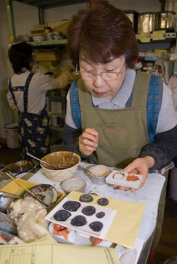 Making plastic imitation truffles at Maiduru Corporation, Tokyo, Japan, 22nd December 2008. Maiduru corporation makes highly realistic plastic food for display in restaurant and cafe windows.