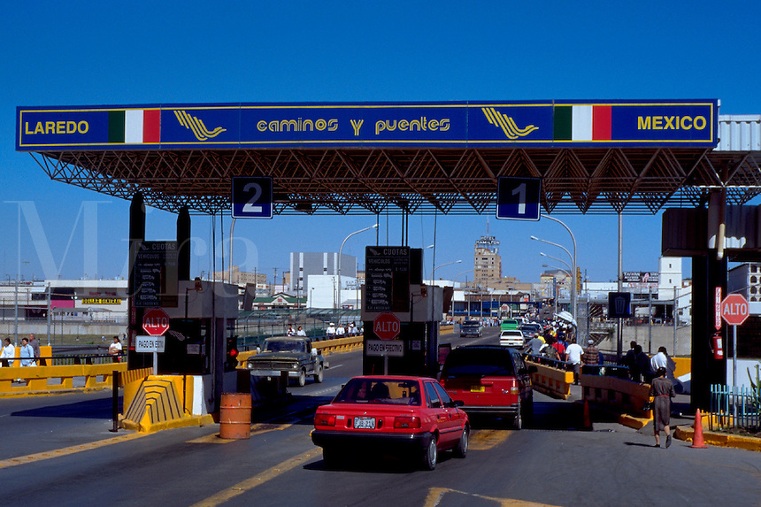 Customs checkpoint on International Bridge #1 leaving Mexico to enter US at Laredo, Texas. Nuevo Laredo Tamaulipas Mexico.