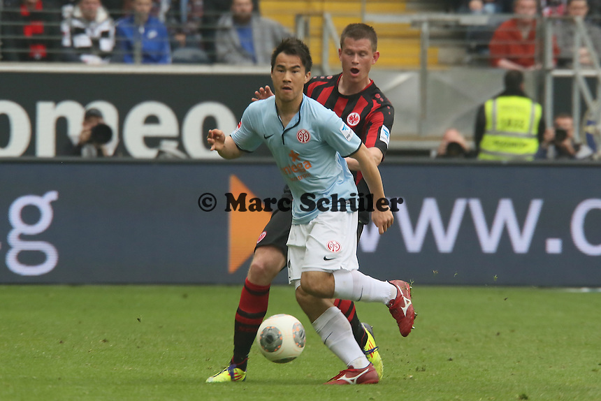 Ja-Choel Koo (Mainz) gegen Alexander Madlung (Eintracht) - Eintracht Frankfurt vs. 1. FSV Mainz 05