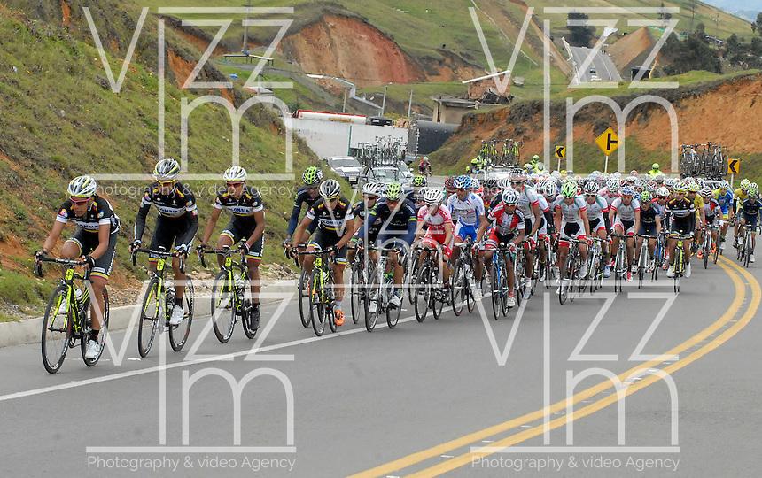 COLOMBIA. 09-08-2014. Un grupo de ciclistas  durante la etapa 4, Nobsa – Duitama – Paipa – Tunja – Chía – Cota – 198.7 Km, de la Vuelta a Colombia 2014 en bicicleta que se cumple entre el 6 y el 17 de agosto de 2014. / Agroup of cyclists during the stage 4, Nobsa – Duitama – Paipa – Tunja – Chía – Cota – 198.7 Km, of the Tour of Colombia 2014 in bike holds between 6 and 17 of August 2014. Photo:  VizzorImage/ José Miguel Palencia / Str