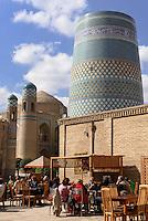 Minarett Kalta Minor in der Altstadt Ichan Qala, Chiwa, Usbekistan, Asien, UNESCO-Weltkulturerbe<br /> minaret Kala Minor in the  hitoric city Ichan Qala, Chiwa, Uzbekistan, Asia, UNESCO heritage site
