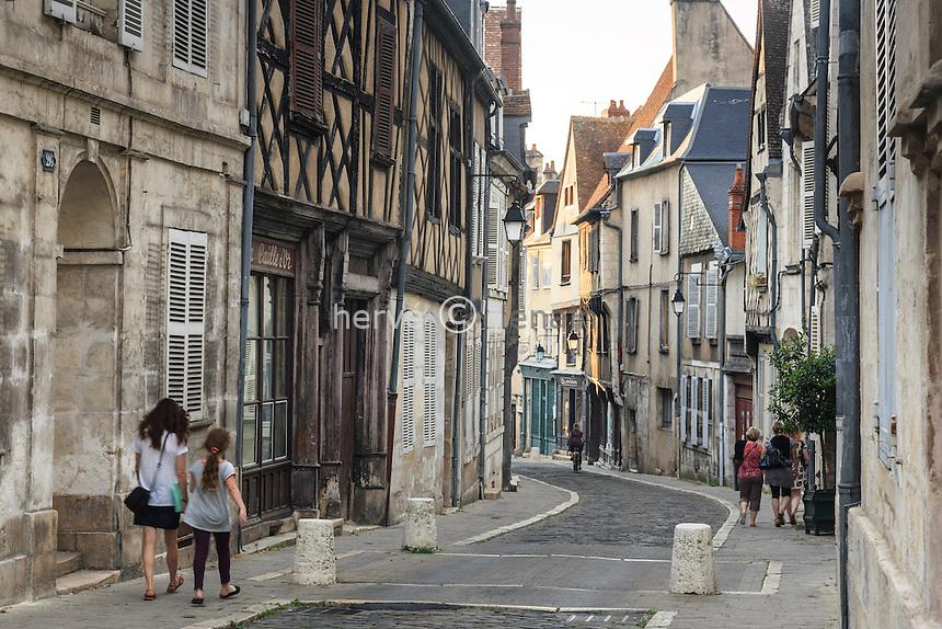 France, Cher (18), Bourges, la rue Bourbonnoux // France, Cher, Bourges, Bourbonnoux street