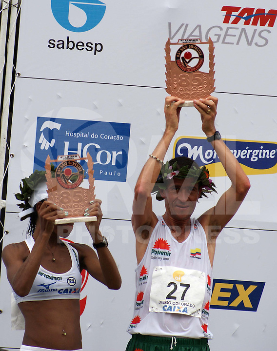 SÃO PAULO, SP, 31 DE DEZEMBRO DE 2009 - 85ª CORRIDA DE SÃO SILVESTRE - 85ª Corrida Internacional de São Silvestre, este ano 21 mil atletas inscritos no masculino o vencedor foi o quêniano James Kipsang Kwambai e no feminino a também maratonista do Quênia Pasalia Kipkoech Chepkorir na região da Av Paulista. FOTO: BRAZIL PHOTO PRESS