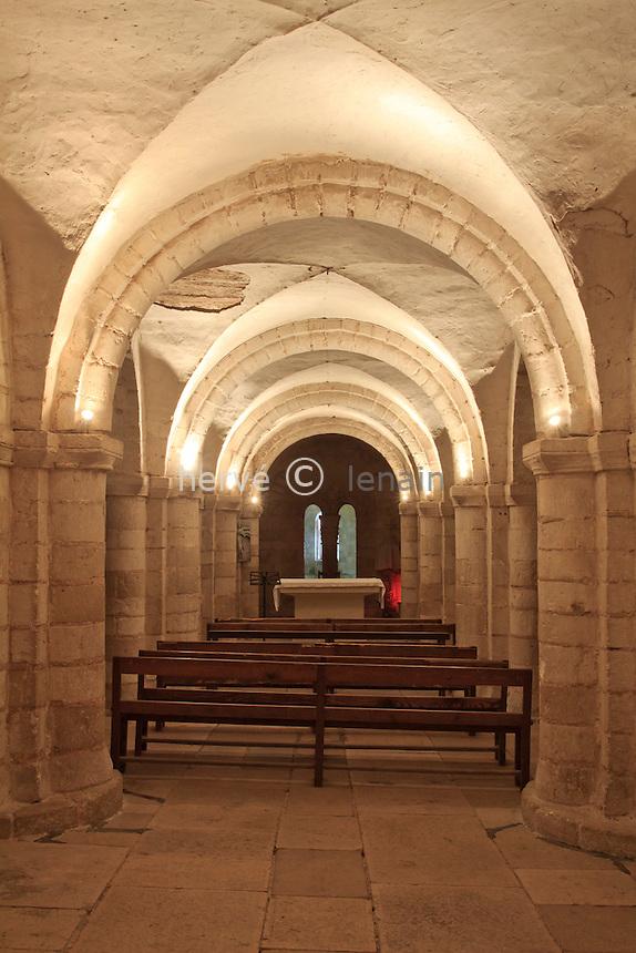 France, Yonne (89), Auxerre, la cathédrale Saint-Etienne, la nef de la crypte romane // France, Yonne, Auxerre, the Cathedral St Etienne, the romanic crypt