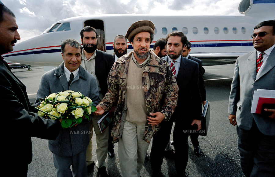 France, Paris, 03/04/2001. Visit of Massoud in France : in April 4th and 5th, 2001.<br /> Visit of commander Massoud in Paris. Arrival of commander Ahmed Shah Massoud to the airport of Bourget.<br /> <br /> France, Paris, 03/04/2001. Visite de Massoud en France, 4 et 5 avril 2001.<br /> Visite du commandant Massoud &agrave; Paris. Arriv&eacute;e du commandant Ahmed Shah Massoud &agrave; l'a&eacute;roport du Bourget.