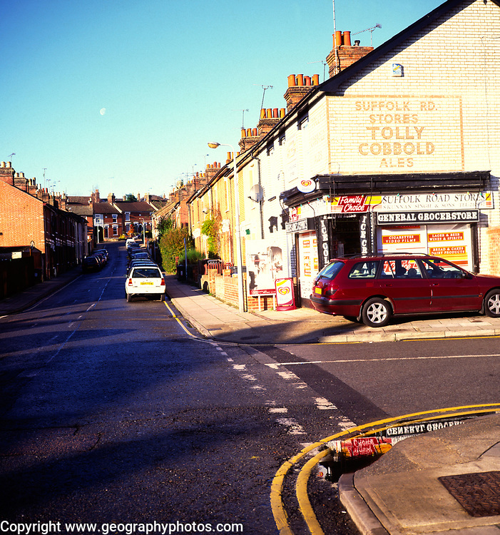 AWY79B Corner shop in street of terraced houses Ipswich Suffolk England