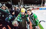 Stockholm 2014-11-29 Bandy Elitserien Hammarby IF - IK Sirius :  <br /> Hammarbys Markus Kumpuoja med glada Hammarbysupportrar efter matchen mellan Hammarby IF och IK Sirius <br /> (Foto: Kenta J&ouml;nsson) Nyckelord:  Elitserien Bandy Zinkensdamms IP Zinkensdamm Zinken Hammarby Bajen HIF HeIF Sirius IKS supporter fans publik supporters glad gl&auml;dje lycka leende ler le jubel gl&auml;dje lycka glad happy