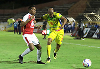 BUCARAMANGA - COLOMBIA, 25-07-2015: Faider Burbano (Der) del Atlético Huila disputa el balón con Victor Giraldo (Izq) del Independiente Santa Fe durante partido por la fecha 9 de la Liga Águila II 2018 jugado en el estadio Guillermo Plazas Alcid de la ciudad de Neiva. / Edwar Lopez (R) player of Atletico Huila fights for the ball with Victor Giraldo (L) player of Independiente Santa Fe during match for the date 9 of the Aguila League II 2018 played at Guillermo Plazas Alcid in Neiva city. Photo: VizzorImage / Oscar Martínez / Cont