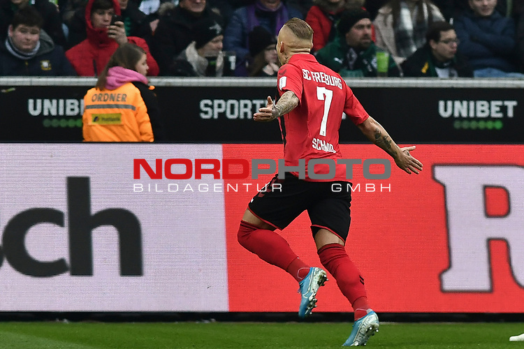 01.12.2019, Borussia-Park - Stadion, Moenchengladbach, GER, DFL, 1. BL, Borussia Moenchengladbach vs. SC Freiburg, DFL regulations prohibit any use of photographs as image sequences and/or quasi-video<br /> <br /> im Bild Jonathan Schmid (#7, SC Freiburg) jubelt nach seinem Tor zum 1:1<br /> <br /> Foto © nordphoto/Mauelshagen
