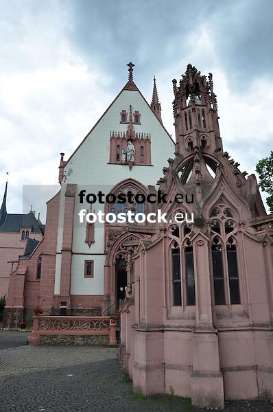 Rochuskapelle (1891-95, Architekt Max Meckel), Wallfahrtskirche, im Vordergrund  neugotische Bethlehemkapelle, auf dem Rochusberg, Bingen am Rhein