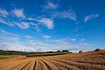 Europa, DEU, Deutschland, Hessen, Kellerwald, Bad Zwesten, Agrarlandschaft, Sommer, Nach der Getreideernte, Getreidefald, Himmel, Wolken, , Kategorien und Themen, Natur, Umwelt, Landschaft, Jahreszeiten, Stimmungen, Landschaftsfotografie, Landschaften, Landschaftsphoto, Landschaftsphotographie, Wetter, Himmel, Wolken, Wolkenkunde, Wetterbeobachtung, Wetterelemente, Wetterlage, Wetterkunde, Witterung, Witterungsbedingungen, Wettererscheinungen, Meteorologie, Bauernregeln, Wettervorhersage, Wolkenfotografie, Wetterphaenomene, Wolkenklassifikation, Wolkenbilder, Wolkenfoto....[Fuer die Nutzung gelten die jeweils gueltigen Allgemeinen Liefer-und Geschaeftsbedingungen. Nutzung nur gegen Verwendungsmeldung und Nachweis. Download der AGB unter http://www.image-box.com oder werden auf Anfrage zugesendet. Freigabe ist vorher erforderlich. Jede Nutzung des Fotos ist honorarpflichtig gemaess derzeit gueltiger MFM Liste - Kontakt, Uwe Schmid-Fotografie, Duisburg, Tel. (+49).2065.677997, archiv@image-box.com, www.image-box.com]