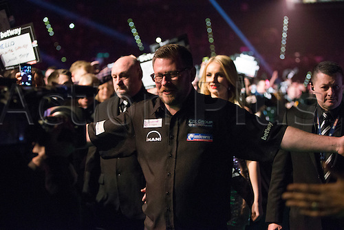 28.04.2016. Barclaycard Arena, Birmingham, England. Betway PDC Premier League Darts. Night 13. James Wade meets his fans.