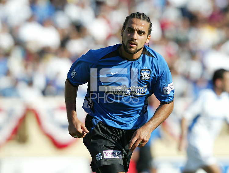 24 October 2004:  Dwayne De Rosario of Earthquakes in action against Wizards at Spartan Stadium in San Jose, California.   Earthquakes defeated Wizards, 2-0.  Credit: Michael Pimentel / ISI