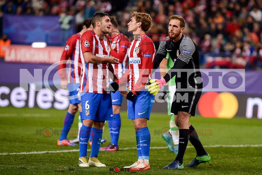 Atletico de Madrid's player Koke Resurrección, Antoine Griezmann and Miguel Angel Moyá during a match of La Liga at Vicente Calderon Stadium in Madrid. November 22, Spain. 2016. (ALTERPHOTOS/BorjaB.Hojas) //NORTEPHOTO
