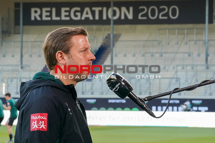 Florian Kohfeldt (Trainer SV Werder Bremen), DAZN Interview<br /> <br /> <br /> Sport: nphgm001: Fussball: 1. Bundesliga: Saison 19/20: Relegation 02; 1.FC Heidenheim vs SV Werder Bremen - 06.07.2020<br /> <br /> Foto: gumzmedia/nordphoto/POOL <br /> <br /> DFL regulations prohibit any use of photographs as image sequences and/or quasi-video.<br /> EDITORIAL USE ONLY<br /> National and international News-Agencies OUT.