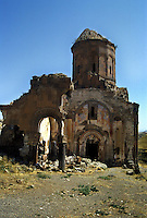 Turchia, Ani, Anatolia orientale. Rovine dell'antica città medioevale capitale del regno di Armenia, nella provincia di Kars, ai confini dell'attuale Armenia. Chiesa di San Gregorio..Turkey Ani, Eastern Anatolia. Ruins of an uninhabited medieval Armenian city-site situated in the Turkish province of Kars near the border with Armenia. It was once the capital of a medieval Armenian Kingdom that covered much of present day Armenia and eastern Turkey. Saint Gregory church.